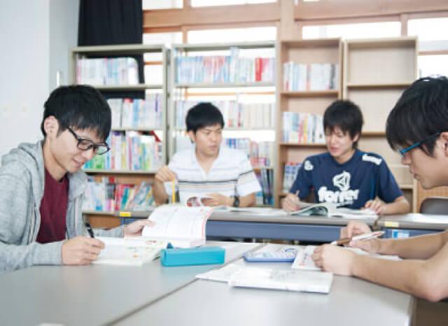 小学校教員に多数現役合格。徹底した試験対策!