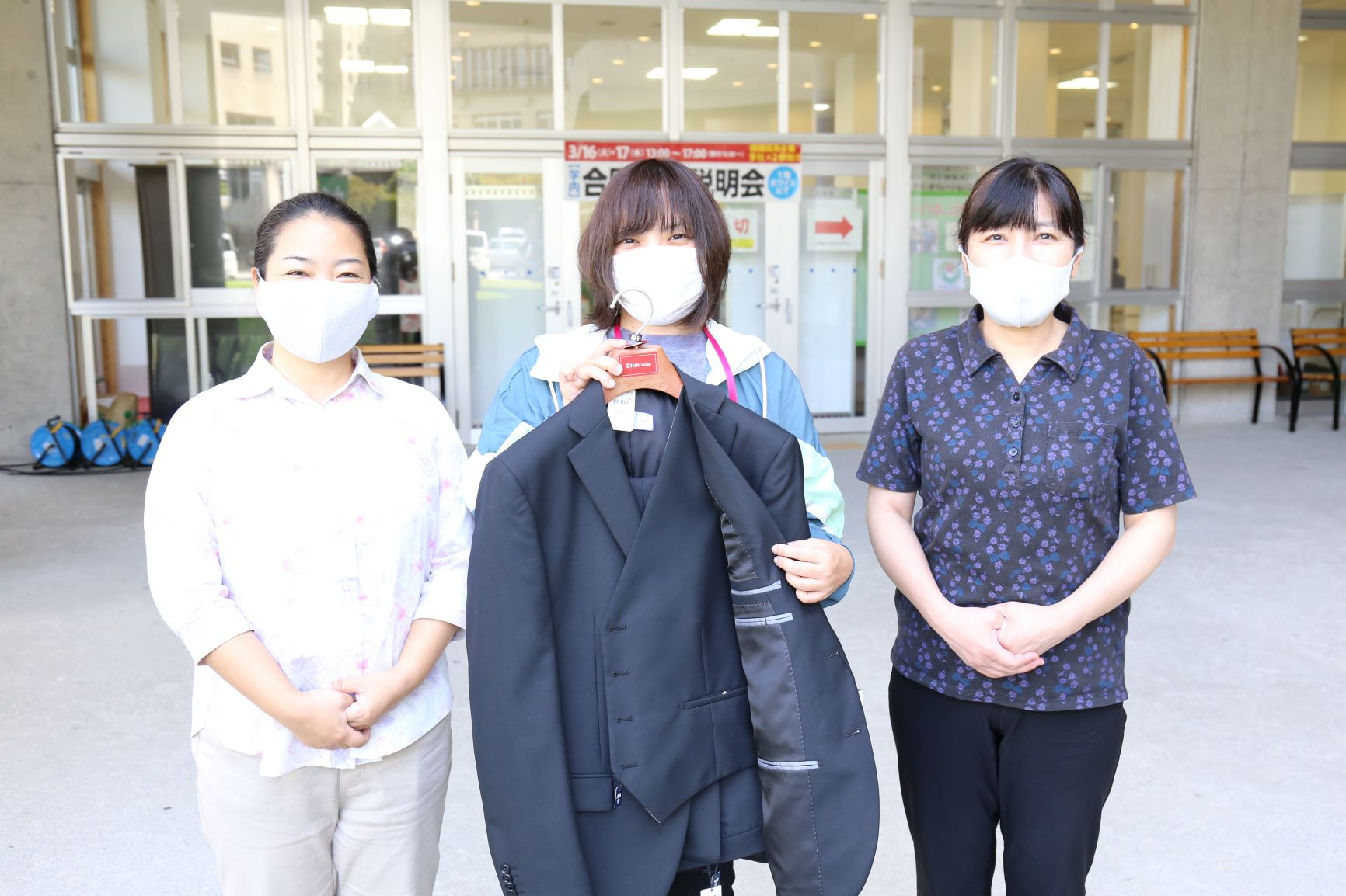 イオン琉球株式会社様から学生へのスーツ寄贈
